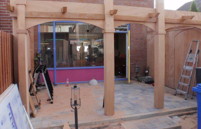 Samen bouwen met hout – Afdak & pergola in Spaanse stijl