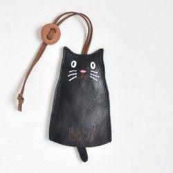 Llavero de piel. Gato negro