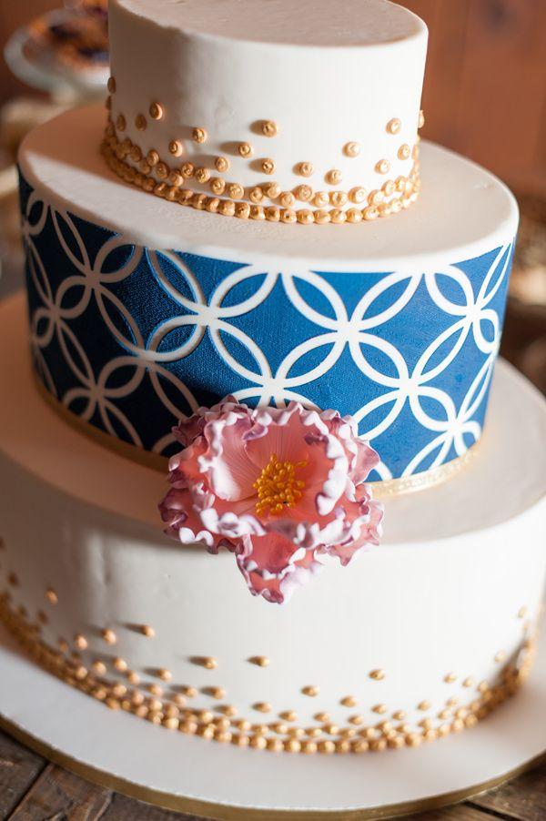 graphic wedding cake detail, photo by Blue Rose Photography http://ruffledblog.com/seattle-new-years-eve-wedding #weddingcake #cakes