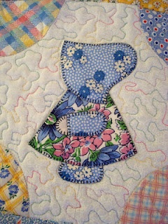 "Sunbonnet Sue Block ~ love how the corner took on the colors to ""frame"" the centerpiece...nice pattern."