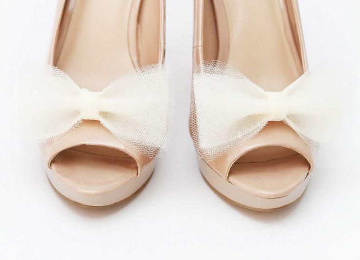 Tiulowe kokardki - białe klipsy do butów. Idealne dla Panny Młodej!  Do kupienia w sklepie internetowym Madame Allure :)
