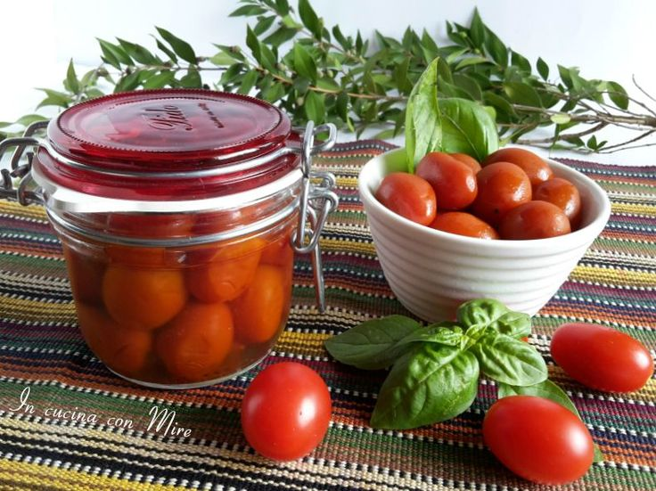 Pomodorini conservati interi