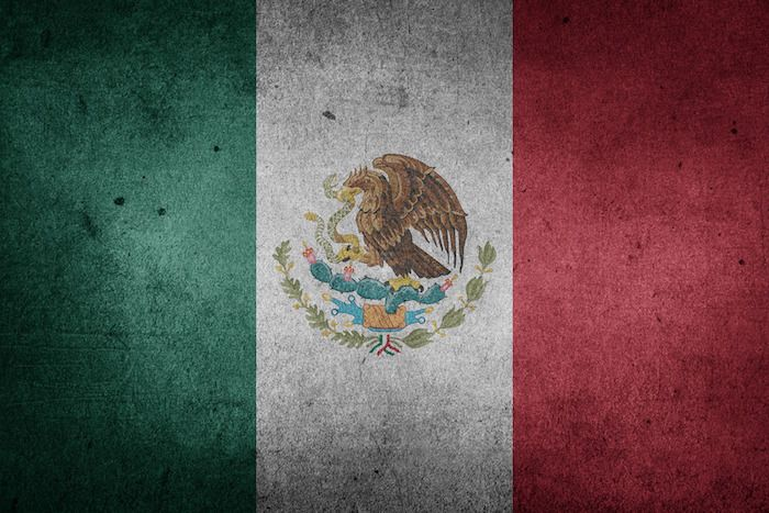 Mexican flag, residency and dual citizenship in Mexico