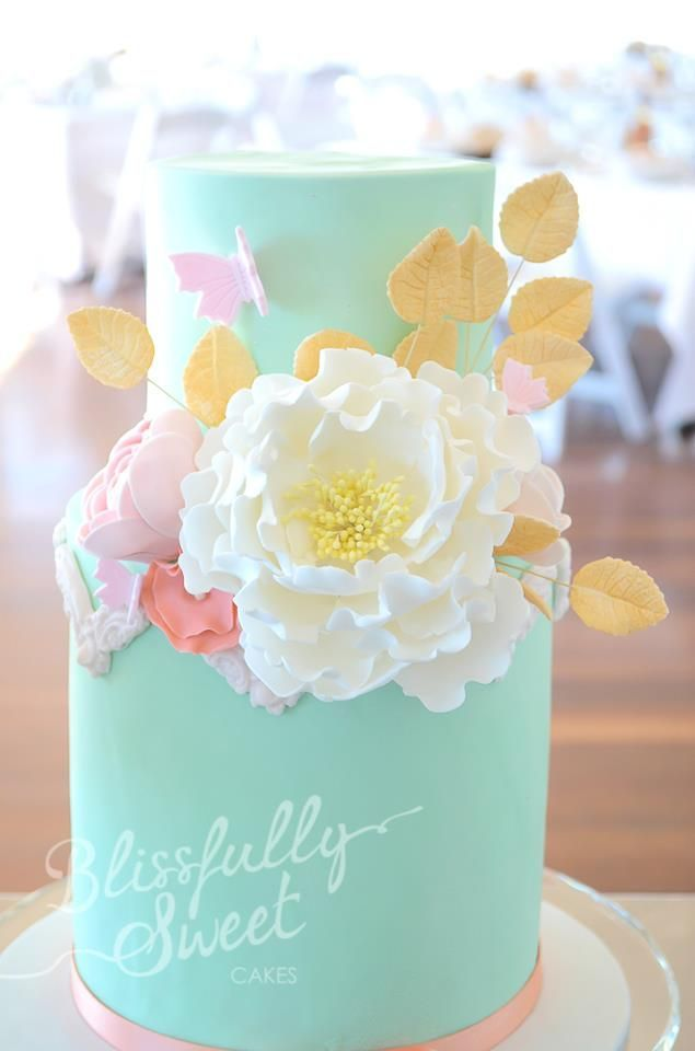 mint-cake-flowers-vintage mint and peach cake