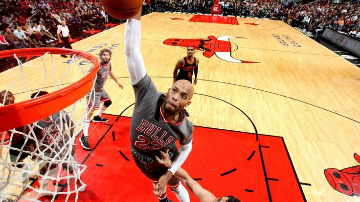 Reliable Taj Gibson sets tone for Bulls in win over LeBron, Cavs