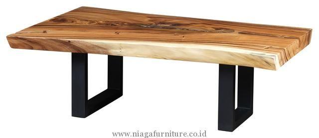 Meja Simpel Minimalis Kayu Trembesi - merupakan meja untuk makan yang terbuat dari kayu trembesi berkualitas. Mempunyai Desain minimalis simpel. Cocok untuk