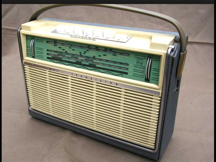PHILIPS L4X00T Green scale. MW & 3xSW. Stripped version: No tuning/battery meter. 1960/61