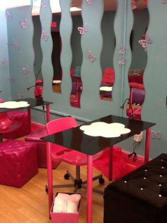 17 best images about beauty salon interiors on pinterest for Beauty table for nails