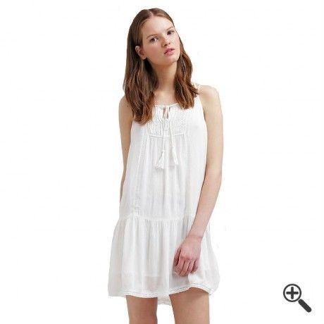 Weiße Strandkleider + 3 Sommer Outfits für Tilly: http://www.fancybeast.de/weisse-strandkleider/ #Strandkleider #Sommerkleider #Sommer #Kleider #Dress #Outfit Weiße Strandkleider