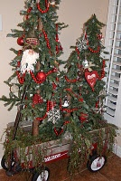 trees in a old, little, red wagonXmas Trees, Decor Ideas, Wheelbarrow Ideas, Little Red Wagon, Child Wagon, Christmas Decor, Christmas Ideas, Merry Christmas