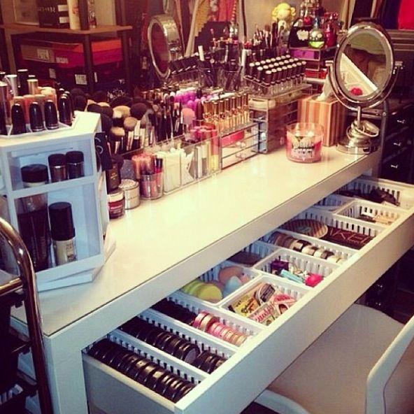 #lipstick #化粧品 #化粧 #唇 #口紅 #cosmetics #nail_polish #マニキュア #manucure #maquillage #Mascara #Eye_shadow #Foundation #ルージュ #Rouge