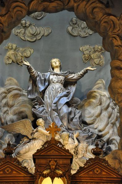L'Assomption de la Vierge dans le chœur de l'église Sainte-Marie-des-Batgnolles. Paris 13e
