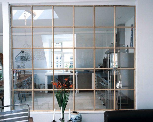 Vindue i væggenUdnyt dagslyset i alle rum ved at sætte et vindue op mellem to stuer eller mellem køkken og stue. Find et ...