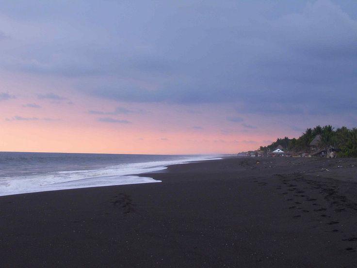 Y algunas de sus playas tienen arena negra, lo cual es totalmente desagradable.   36 Razones por las que no debes de viajar a Guatemala