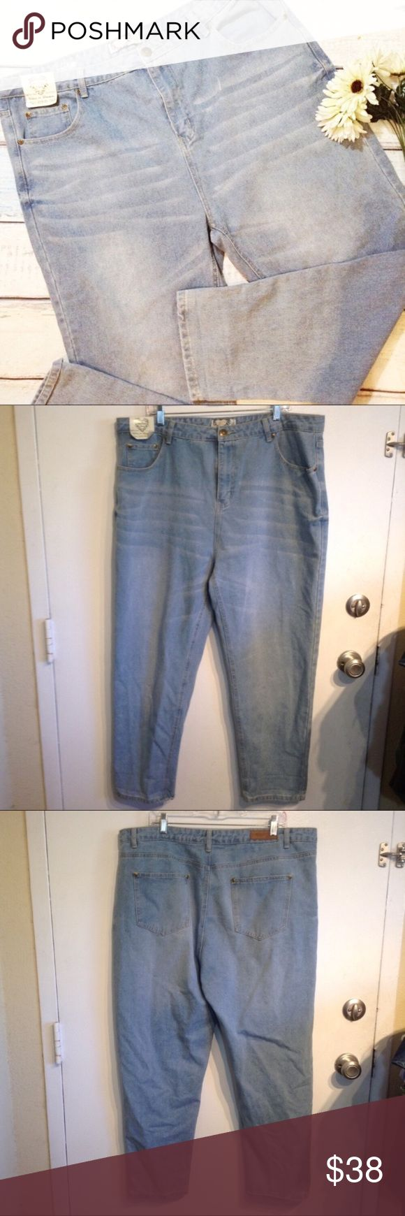 """NWT BOOHOO Plus Size High Waisted Skinny Jeans New with tag. Boohoo plus size light wash high waisted skinny fit jeans. Great basic staple item. Has stretch. UK22/US size 18. Measures 20.5"""" flat at waist, 14"""" front rise, and 28.5"""" inseam. No modeling. Smoke free home. I do discount bundles. Boohoo Jeans Skinny"""