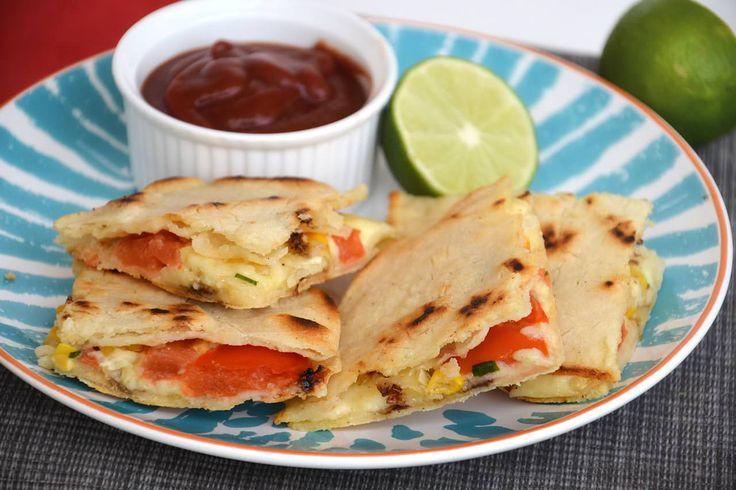 Le Quesadillas sono una stuzzicante ricetta tex-mex da servire come antipasto o come secondo. Si tratta di un piatto formato da due tortillas di mais