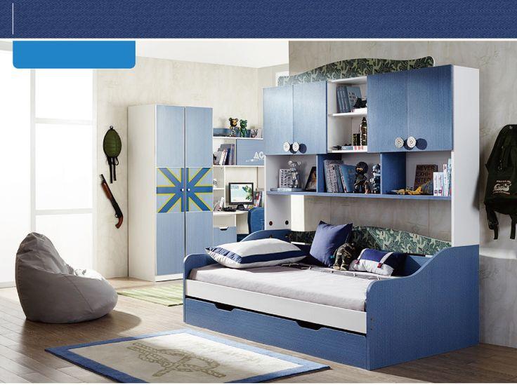 Большая темно-синяя детская кровать в интерьере комнаты с ящиками и полками для вещей и игрушек купить в интернет-магазине мебели https://lafred.ru/catalog/catalog/detail/40759301121/