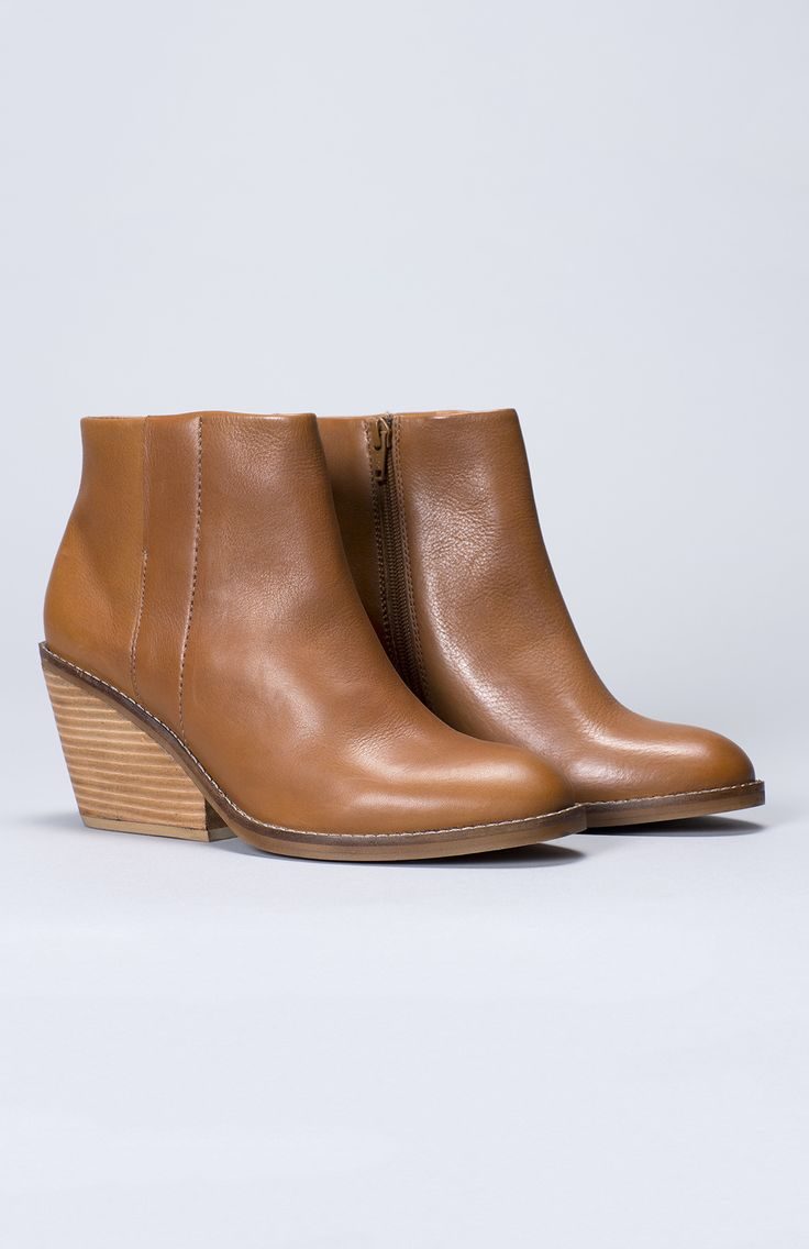 Stad Women's Winter Boot | Elk | Tan Leather Boots | Wedge Heel | Made from fine quality leather, super comfortable fit.