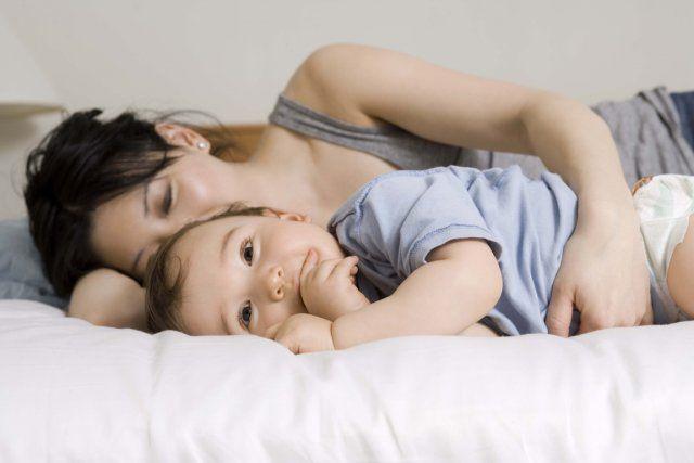 La Suède, l'un des pays où l'on dort le plus avec son enfant dans le même lit…