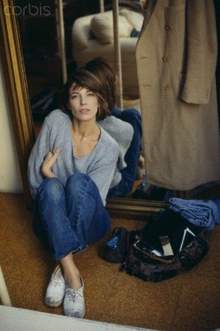 jane birkin : grey wide jumper, jeans and (dirty) canvas shoes