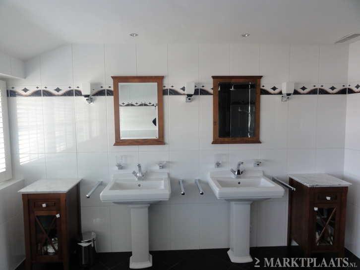 Complete bathroom set including the Villory   Bosch pedestal tub  2 siks   the mirrors. 25  melhores ideias de Complete bathroom sets no Pinterest
