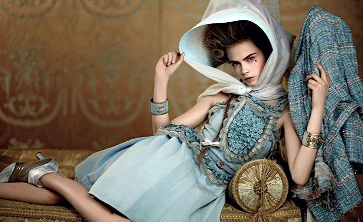 Cara Delevingne, como Maria Antonieta, en la campaña de Chanel Resort 2013.