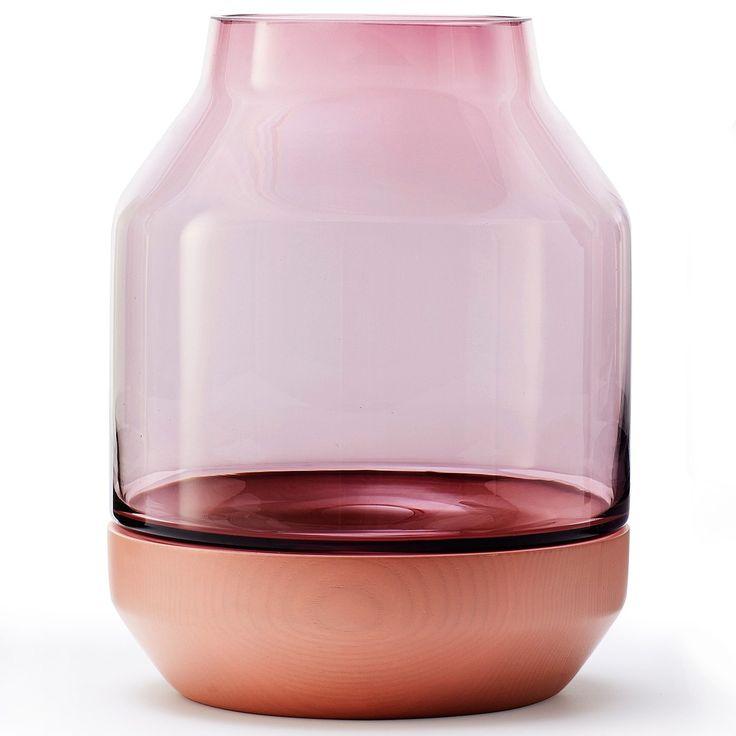Elevated vase fra Muuto, designet av Thomas Benzen. En fin vase med skandinavisk design laget av mun...