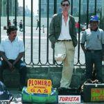 A finales de la década de los 80 llegó a México traído por una casualidad de la naturaleza, y una vez aquí, ya no volvió a Bélgica. Francis Alÿs (Amberes, 1959) labró su camino en el arte contemporáneo a principios de 1990 transitando por las calles del centro histórico de la ciudad de México, cuando …