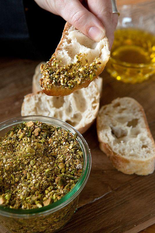 Dukka is een typisch Perzische specialiteit die in een schoteltje wordt opgediend met een stuk brood en wat olijfolie. Eerst dop je een stuk...