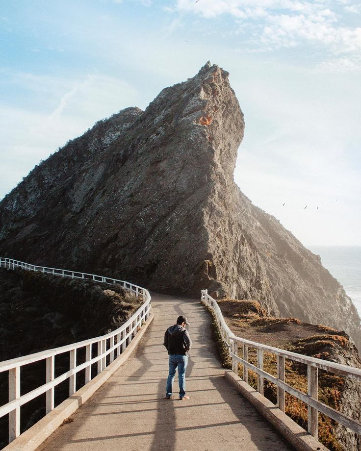 Whether you're planning your first trip or you're an avid visitor, we've rounded up a mix the best spots to snap an instagram photo in San Francisco.