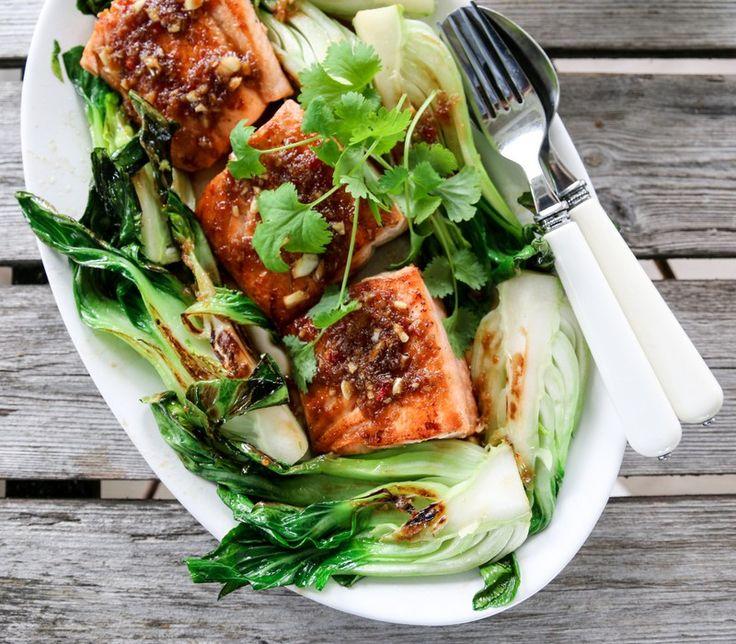 Komboen laks (eller ørret), pak choy og en smakfull soyasaus skal ikke undervurderes! Prøv den du også, gjerne med paprikaris som tilbehør.
