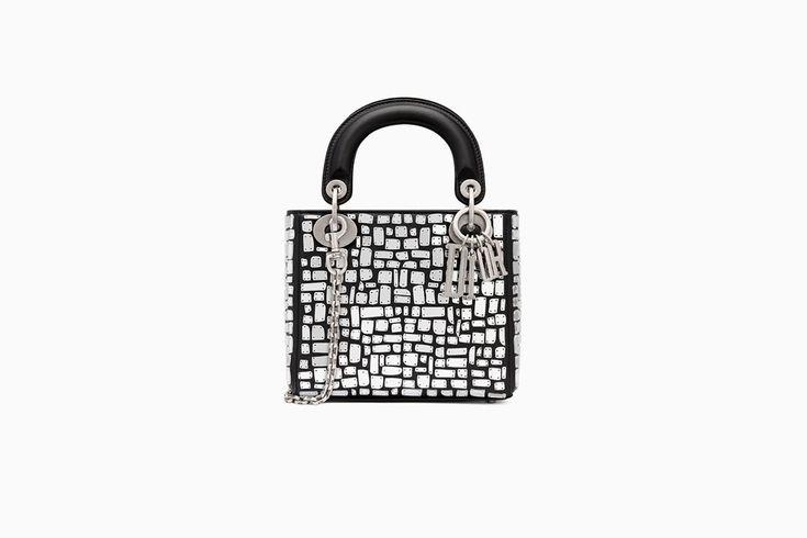 undefined Cliquez ici pour agrandir l'image du produit Mini sac Lady Dior avec chaîne en veau lisse noir brodé d'une mosaïque de miroirs