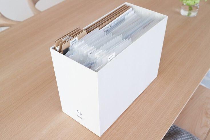 見出し付きホルダーとは、インデックスがついたクリアファイルのこと☺︎ どのようなものを使ってもいいのですが、今回はこちらを使ってごちゃごちゃしがちな書類の整理をしてみました!