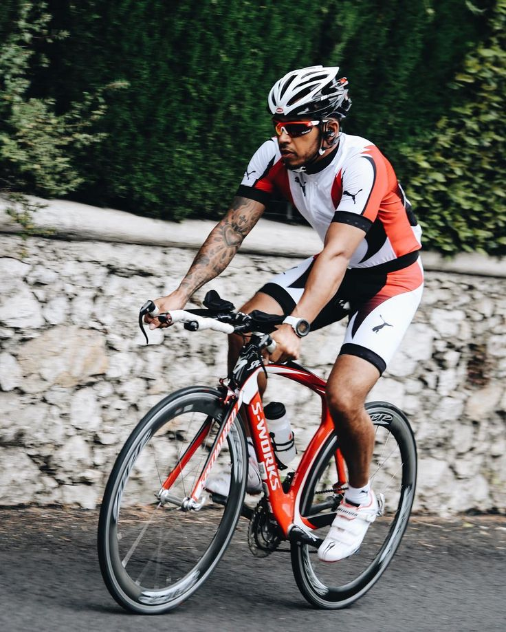 Lewis Hamilton training for the season with a Suunto Ambit3 Vertical