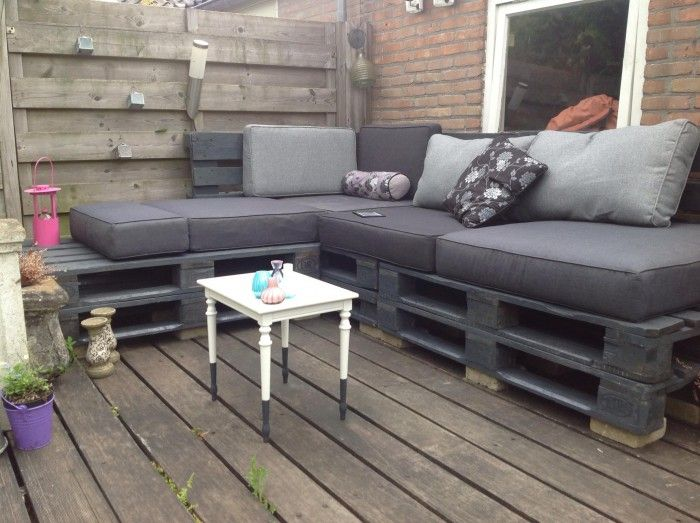 Erg leuke lounge-hoek gemaakt van pallets.