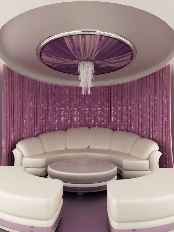 Carpa ovalada sobre techo de cortina y sofá interior de lujo