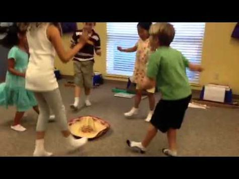 ▶ Mexican Hat Dance - Young Child - YouTube