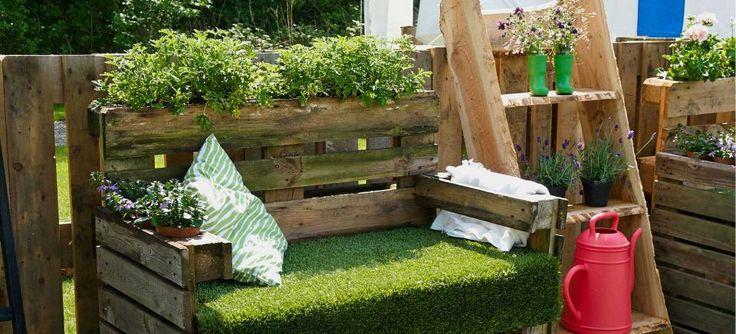 20 idee in pallet per arredare il giardino! Lasciatevi ispirare... Pallet per arredare il giardino. Oggi abbiamo selezionato per Voi 20 idee creative per arredareil vostro giardino riciclando i bancali! Lasciatevi ispirare da queste 20 creazioni e...
