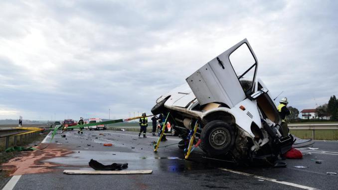 Schwerer Unfall auf der B 51 - Vollsperrung aufgehoben (Update) - volksfreund.de