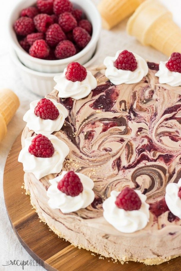 An easy ice cream cake made 3-ingredient no-churn chocolate ice cream ...