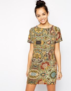 Glamorous Structured Shift Dress In Abstract Print
