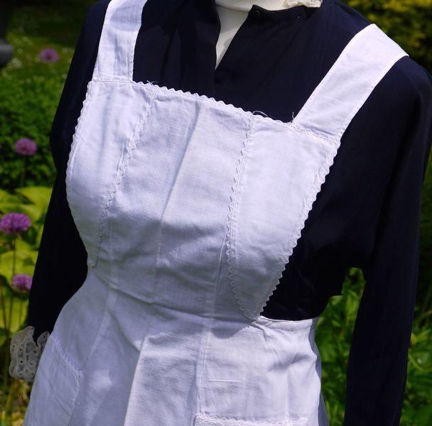Dienstboteschürze Zofenschürze von Weißwäscherei - antike Textilien auf DaWanda.com
