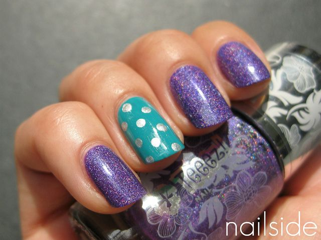 i am still in love with the accent nail trend.  one nail painted with a cute design.