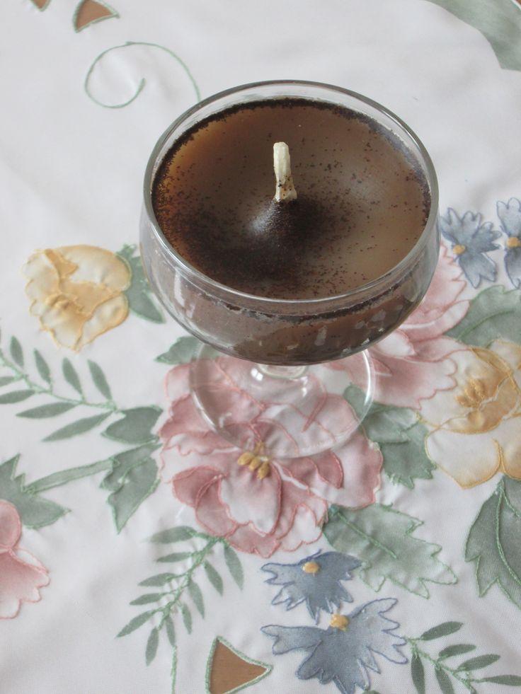 Candela bicchiere al caffè con cera riciclata