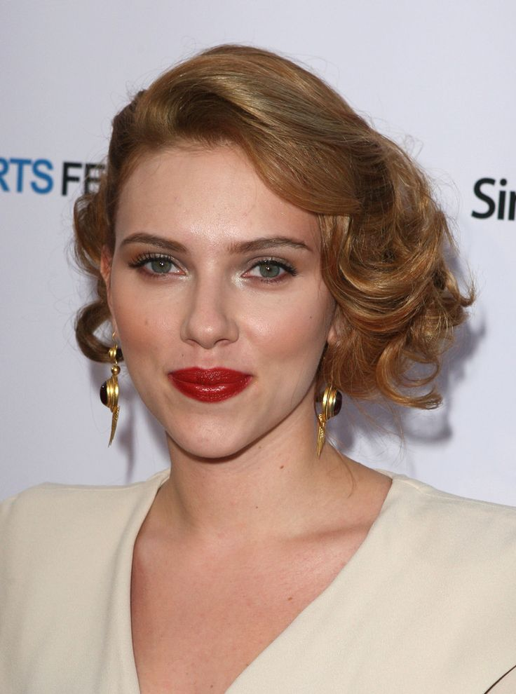 Scarlett Johansson Photos - Actress Scarlett Johansson arrives at the Opening Night of LA Shorts Fest '09 held at Laemmle?s Sunset 5 on July 23, 2009 in West Hollywood, California. - Opening Night Of LA Shorts Fest '09 - Red Carpet