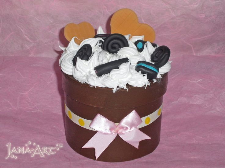 Cake Box by Mawee79.deviantart.com