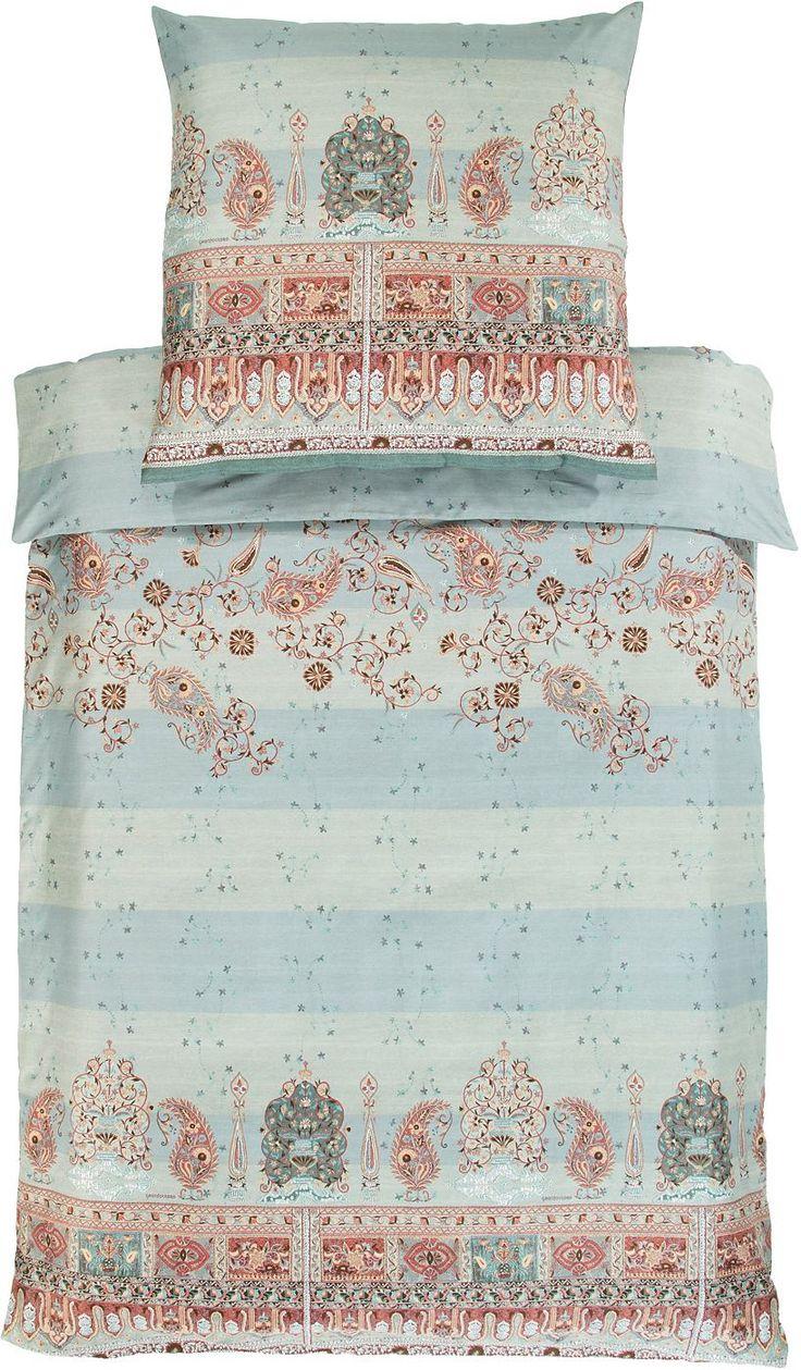 Wunderbare Bettwäsche »Correggio« von Bassetti. Diese Bettwäsche überzeugt durch tolle Farben und ein hübsches Paisley-Muster. Das hochwertige Material aus 100% Baumwolle fühlt sich seidig weich an auf der Haut, ist pflegeleicht und trocknergeeignet. Sie werden sich nach einer erholsamen Nacht in dieser Bettwäsche-Garnitur nichts besseres mehr vorstellen können, als sich in diesen Bettbezug aus...