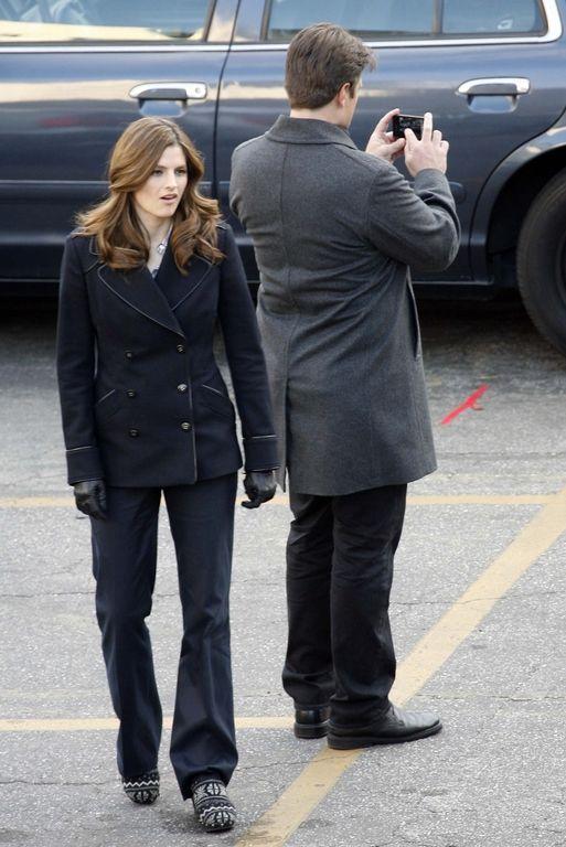 Stana Katic et Nathan Fillion sur le tournage de la série Castle en 2011