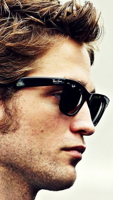 Robert Pattinson wearing Ray-Ban Wayfarer #sunglasses