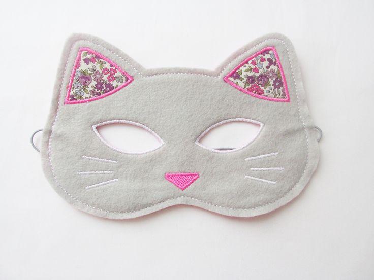 Masque chat en feutrine de laine gris clair : Ecole et loisirs par laura-jane-paris